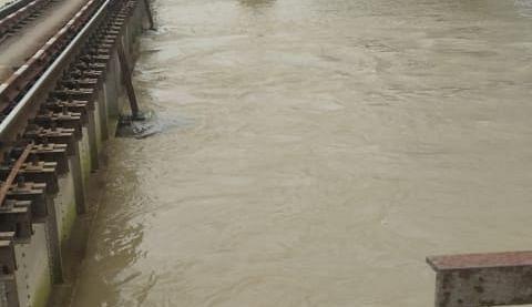 पवन एक्सप्रेस मुजफ्फरपुर और गंगासागर बरौनी से होगी रवाना, बाढ़ के खतरे के बीच रेलवे का ऐलान, कई ट्रेनें रद्द