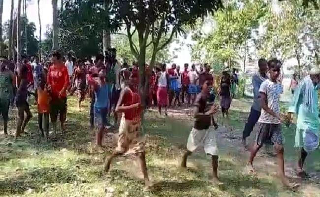 मोतिहारी: बूढ़ी गंडक में पलटी नाव, दो दर्जन से अधिक महिलाएं डूबी, 6 को निकाला गया बाहर, 1 की मौत