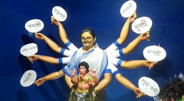देवी दुर्गा के अवतार में CM ममता बनर्जी, गोद में दिखे भगवान गणेश, BJP बोली-  'एटा ठीक नॉय'
