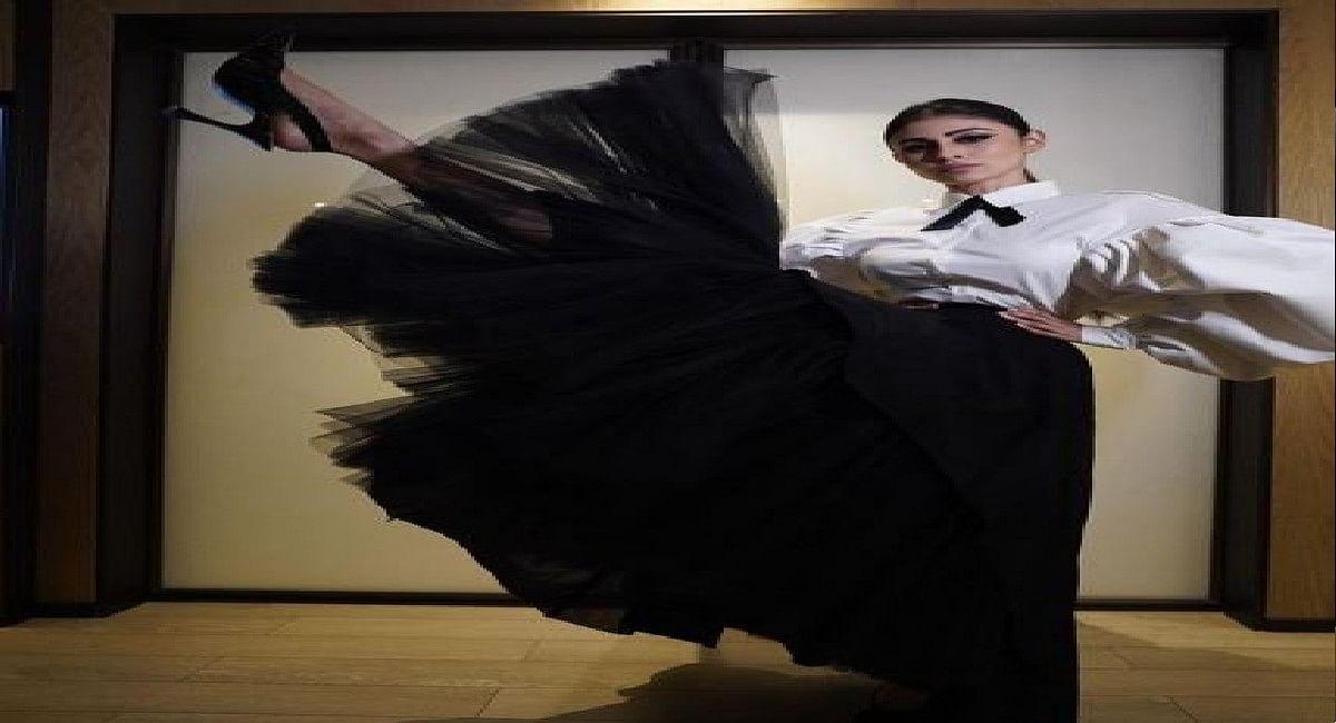 एक्ट्रेस मौनी रॉय ने ब्लैक ड्रेस में बिखेरा जादू, तस्वीरें देख थम जाएंगी नजरें