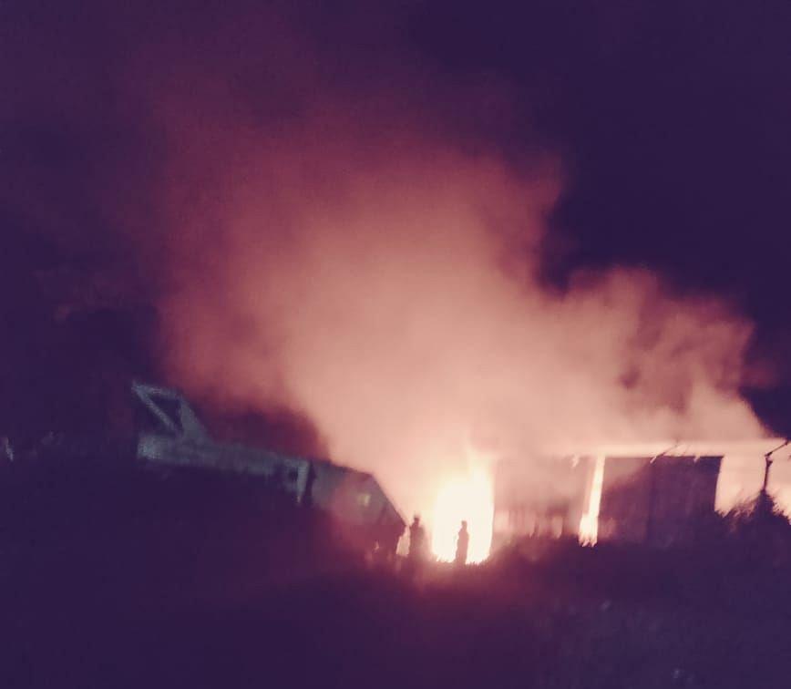 Bihar: गंडक बराज के काम में जुटी कंपनी के गोदाम में लगी भीषण आग, करीब 2 करोड़ का सामान जलकर खाक
