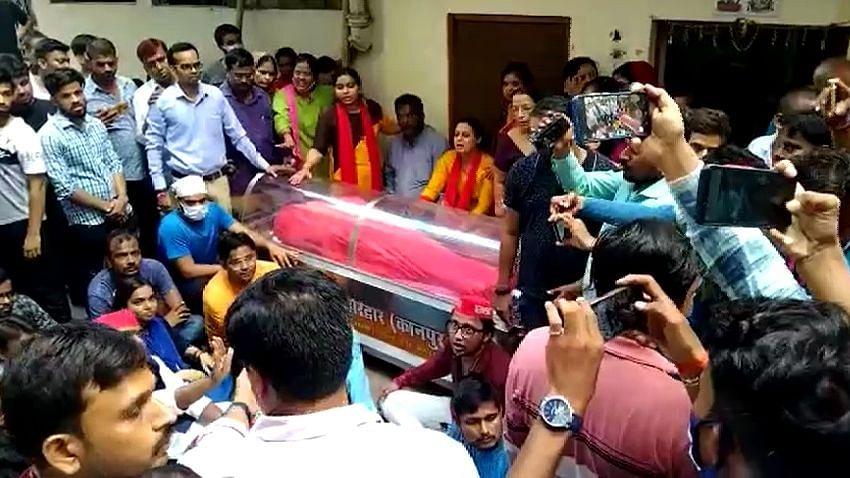 गोरखपुर में व्यापारी की मौत मामलाः कानपुर में परिजनों ने शव का दाह संस्कार रोका, सीएम योगी को बुलाने पर अड़े