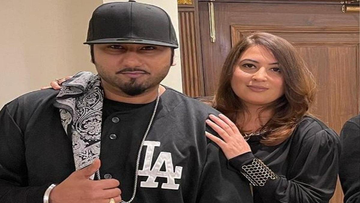 घंटों मान मनौव्वल के बाद भी नहीं मानी Honey Singh की बीवी, कोर्ट के सामने ही मांग दिए 20 करोड़