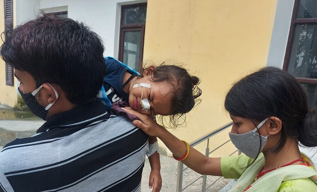 Viral Fever ने खोली बिहार के SKMCH की बदहाली की पोल, कंधे पर बच्चों को ढो रहे माता-पिता