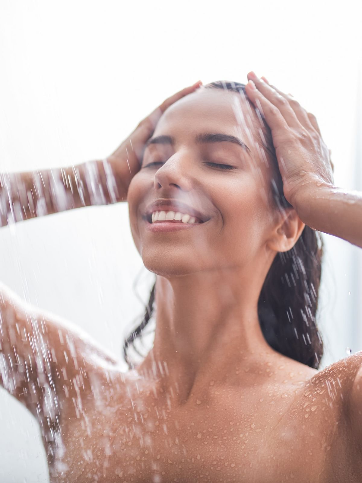 Hot Water Benefits: गर्म पानी से नहाना है काफी फायदेमंद, स्किन से लेकर ब्लड प्रेशर तक को कम करता है ये