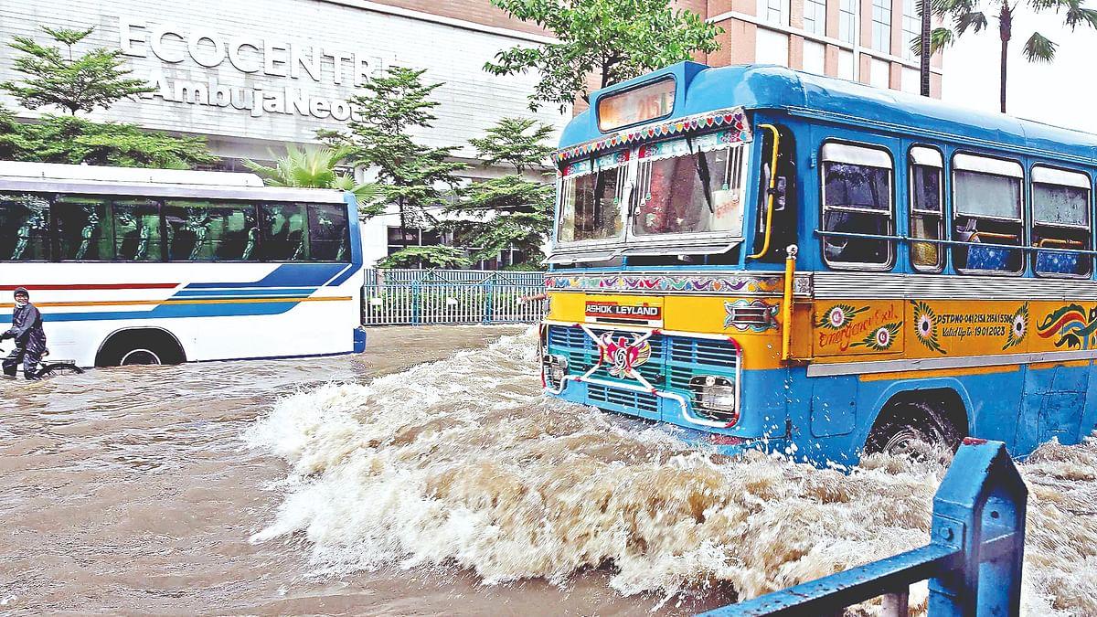Kolkata Rain: कोलकाता में टूटा रिकॉर्ड, 24 सितंबर तक होगी बारिश, देखें सड़क पर समुद्र सी लहर