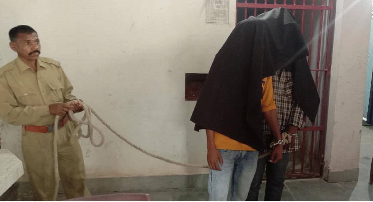Jharkhand News : झारखंड से पीएलएफआई के दो नक्सली गिरफ्तार, हथियार के साथ नक्सली पर्चा भी बरामद