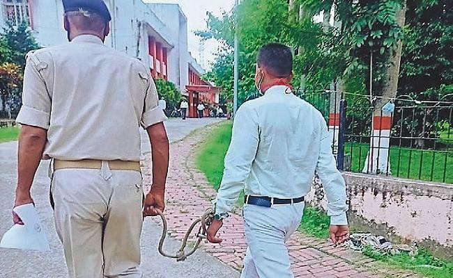 Bihar News: सादे लिबास में घूमती रही पुलिस, रेप के आरोपित ने वकील का कपड़ा पहनकर कोर्ट में कर दिया सरेंडर