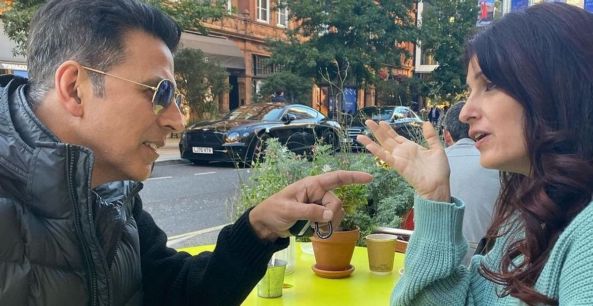 Twinkle Khanna ने दिखाया मैरिज डायरीज, देखिए कैसे बात करते-करते बहस हो जाती है शुरू