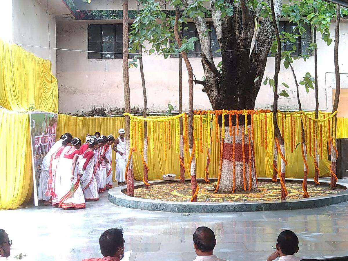 झारखंड में करमा पूजा की धूम, मांदर की थाप पर थिरक रहे पांव