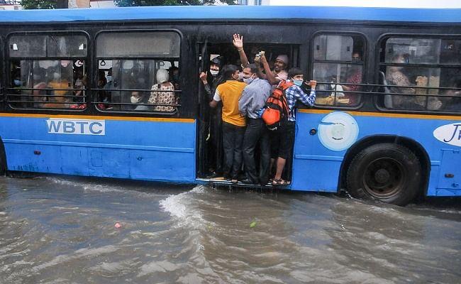 Heavy Rains in Bengal: मूसलाधार बारिश से पानी-पानी हुआ कोलकाता, IMD ने जारी किया अलर्ट
