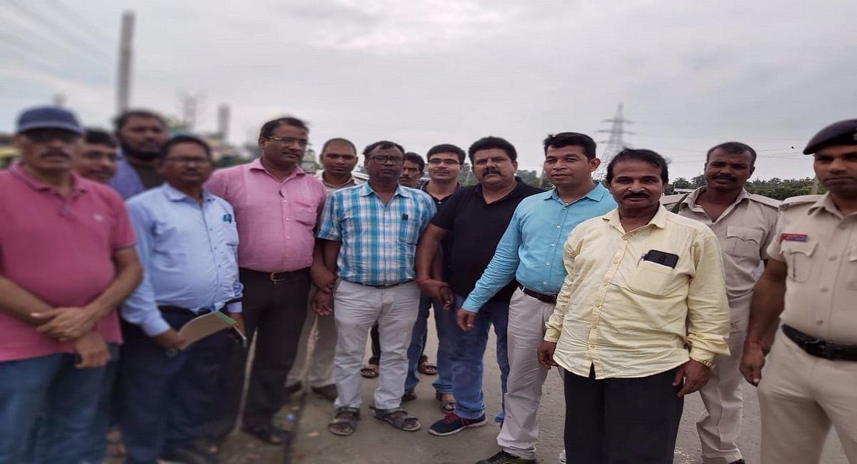 Bihar News: भागलपुर में घूस लेते रंगे हाथों धराया राजस्व कर्मी, पटना से आई निगरानी की टीम ने किया गिरफ्तार