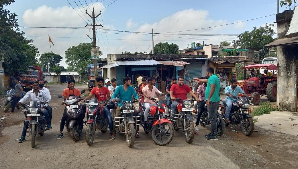 मोटरसाइकिल से निकले बंद को सफल बनाने