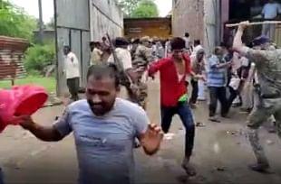 रफीगंज और ओबरा में खाद के लिए किसानों का हंगामा, पुलिस ने किया लाठीचार्ज, कई घायल
