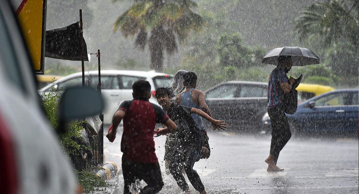 Weather Update : अभी नहीं मिलेगी बारिश से राहत, जानिए आखिर कब रुकेगी बारिश? ये है ताजा अपडेट