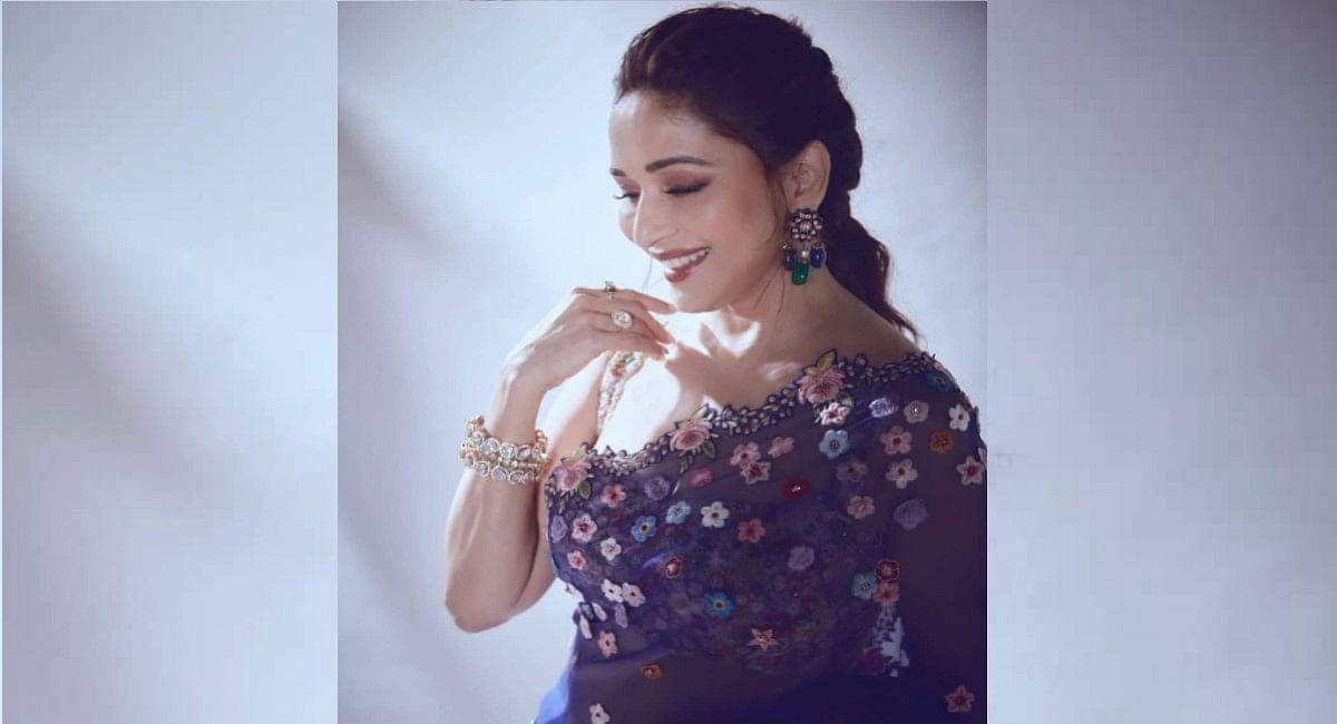 Madhuri Dixit ने ₹1.8 लाख की फ्लोरल साड़ी में शेयर किया अपना खूबसूरत लुक,पति Shriram Nene को लेकर कह दी ये बात
