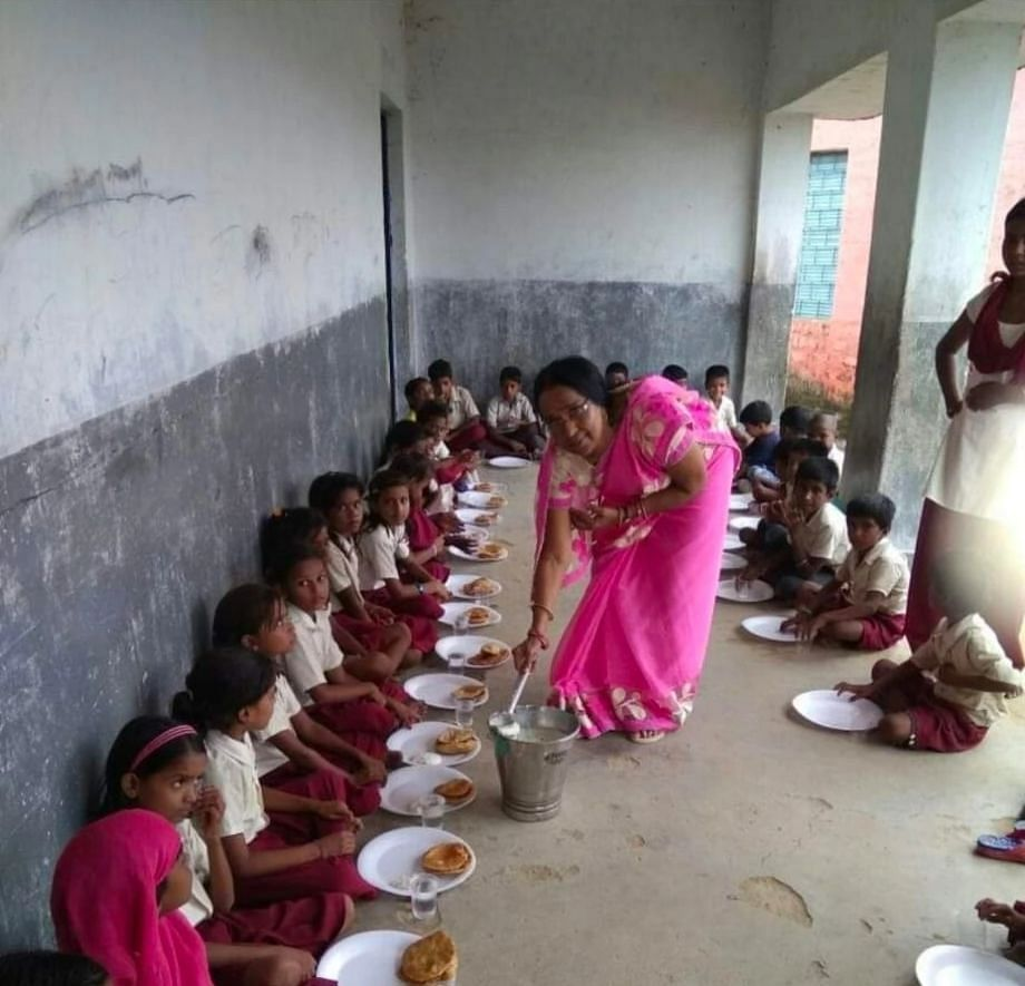 Teachers' Day 2021 : रिटायर होने के बाद भी स्कूल में नि:शुल्क शिक्षा दे रहीं पूर्व प्रधानाध्यापिका सत्या दूबे