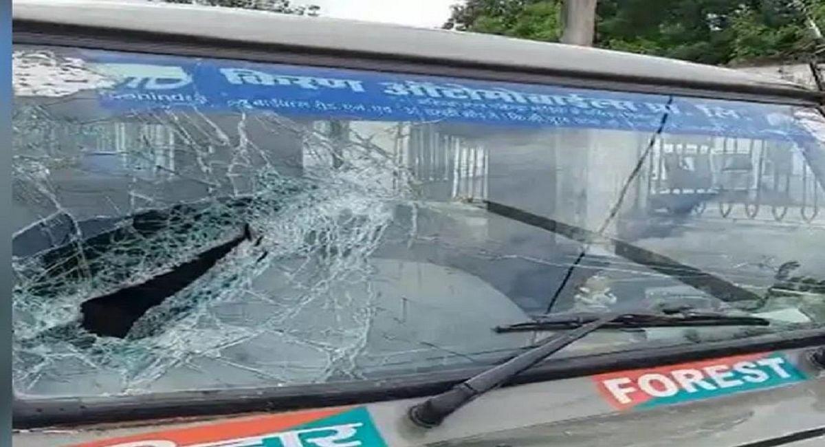 Rohtas News: पत्थर के अवैध खनन को रोकने गई वन विभाग की टीम पर हमला, जख्मी हालत में जान बचाकर निकले कर्मी