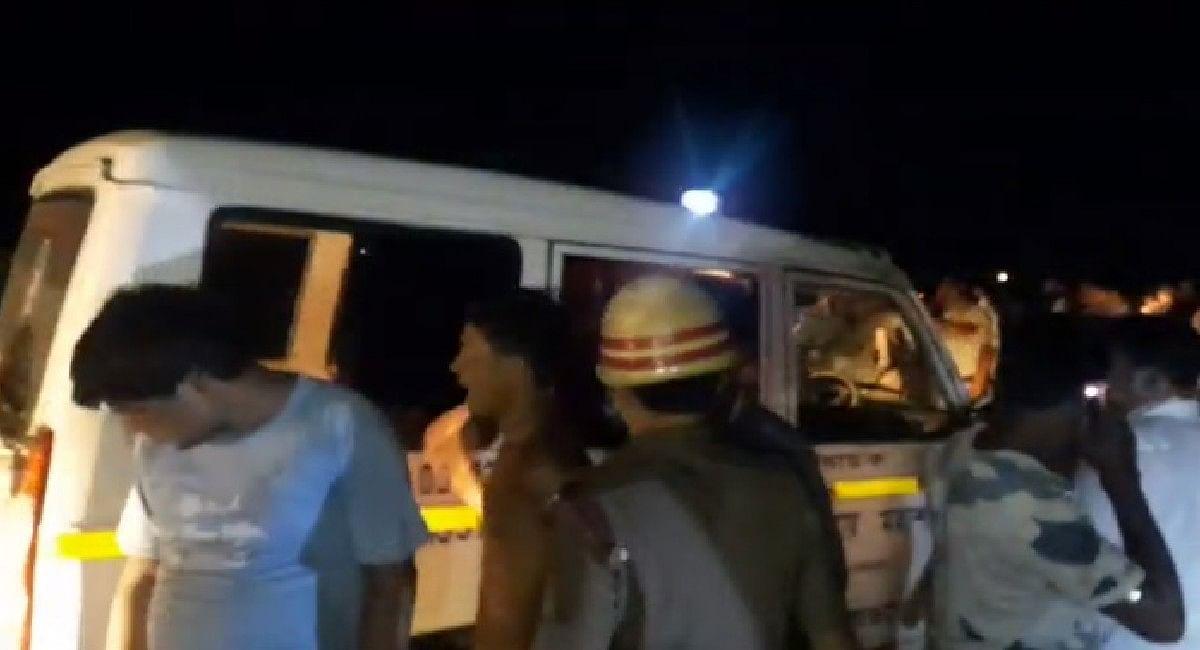 झारखंड से लखनऊ जा रही बस खाई में गिरी, एक बच्चेसहित छह की मौत,30 घायल