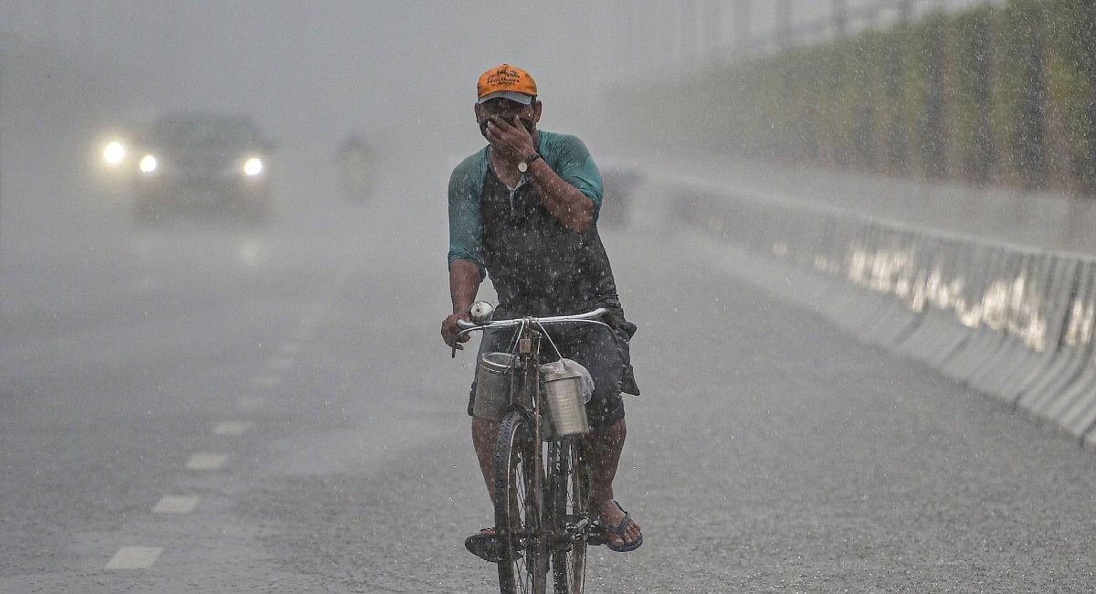 Weather Forecast Today: दिल्ली-NCR में बारिश, यूपी-बिहार समेत इन राज्यों में अलर्ट, जानें मौसम का हाल