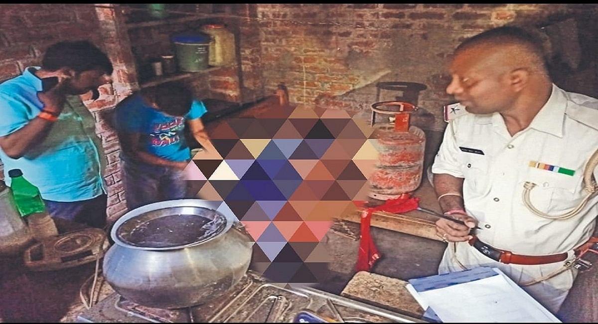 Bihar News: मां ने इकलौते पुत्र के दीर्घायु होने के लिये रखा जितिया व्रत, बेटे ने पंखे से लटक कर दे दी जान