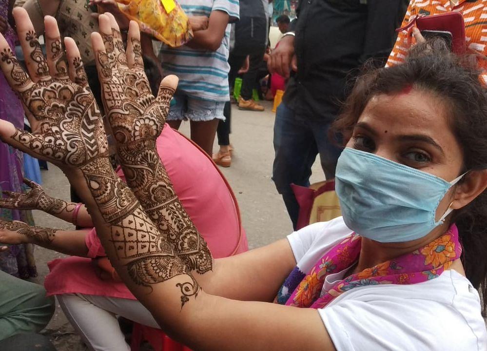 हरितालिका तीज को लेकर सज गया बाजार, उमड़ी लोगों की भीड़
