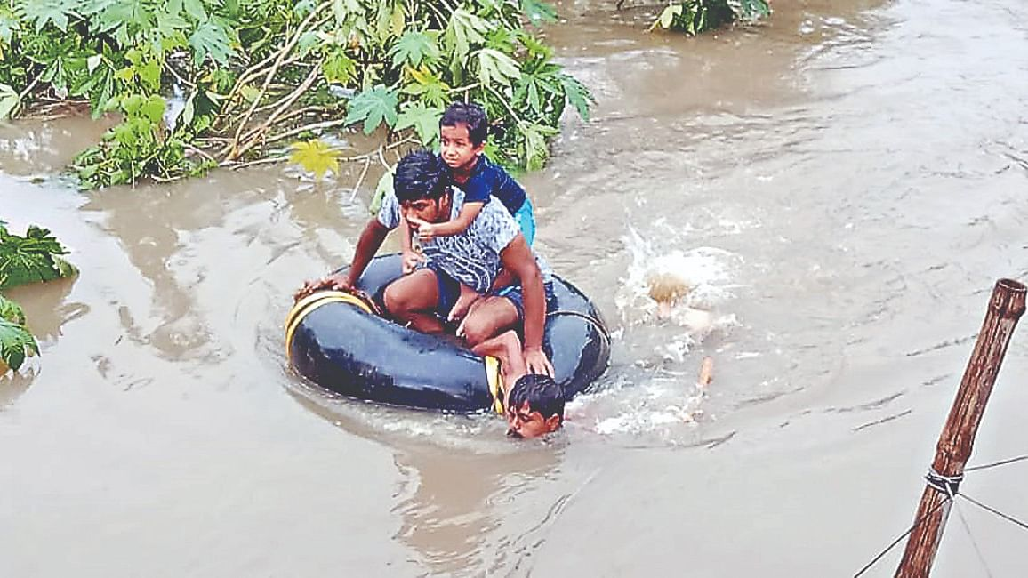 Heavy Rain: आसनसोल में मची तबाही, 3 की मौत, सेना उतरी, 24 घंटे में रिकॉर्ड 345.60 मिमी बारिश