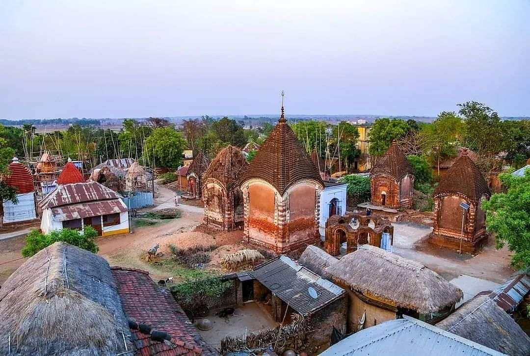 Tourist Places In Jharkhand : मंदिरों के गांव मलूटी में टेराकोटा की अद्भुत कारीगरी देखिए