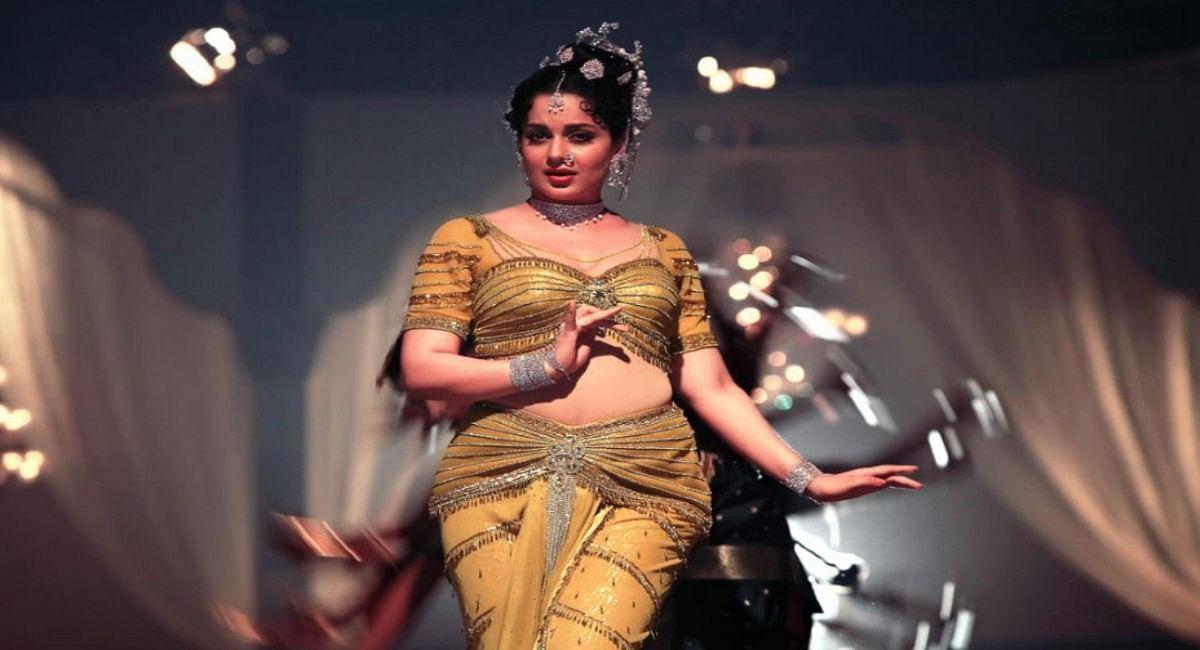 Kriti Sanon से लेकर Kangana Ranaut तक, Body Transformation कर ऐसे नजर आ चुके हैं ये कलाकार