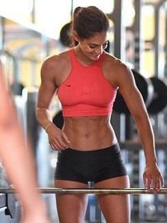 महिला एथलीट की खूबसूरती बन गयी काल
