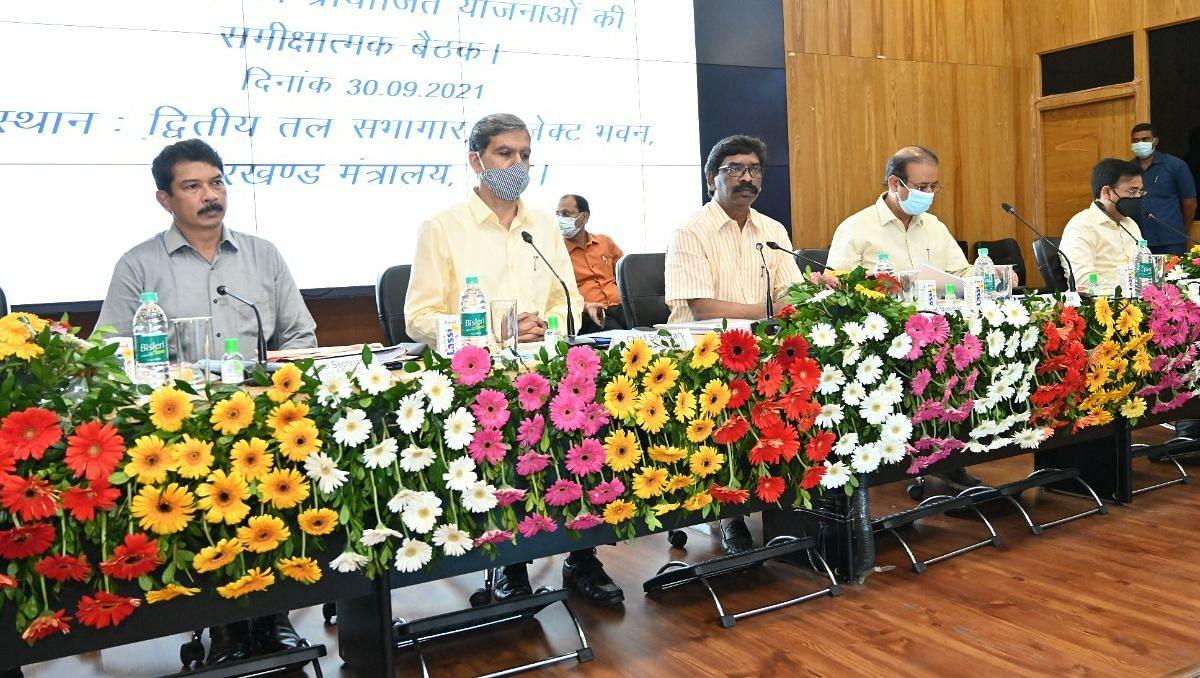 Jharkhand News : धोती-साड़ी योजना, हरा राशन कार्ड व धान बेचने वाले किसानों को लेकर क्या बोले झारखंड के सीएम