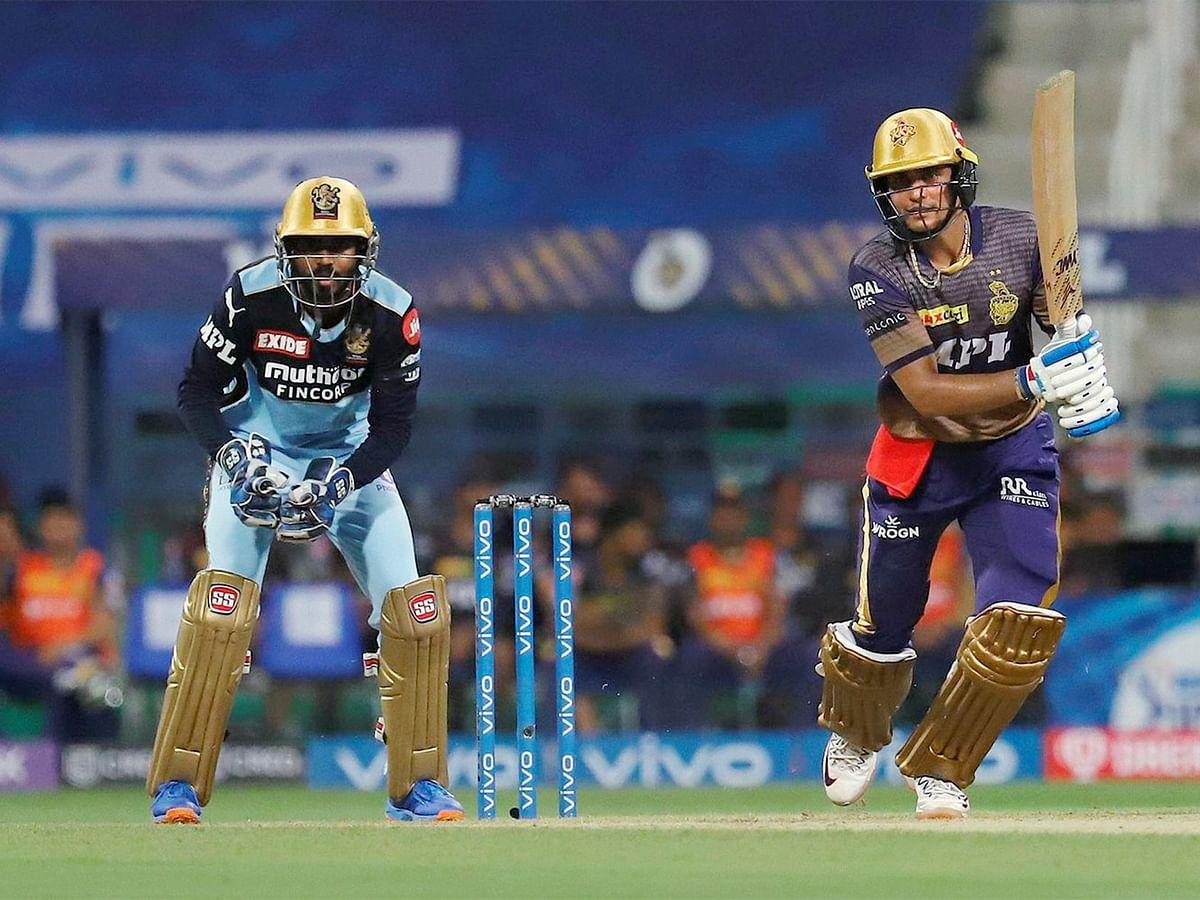 KKR vs RCB: रसेल और चक्रवर्ती की घातक गेंदबाजी, केकेआर ने आरसीबी को 9 विकेट से रौंदा