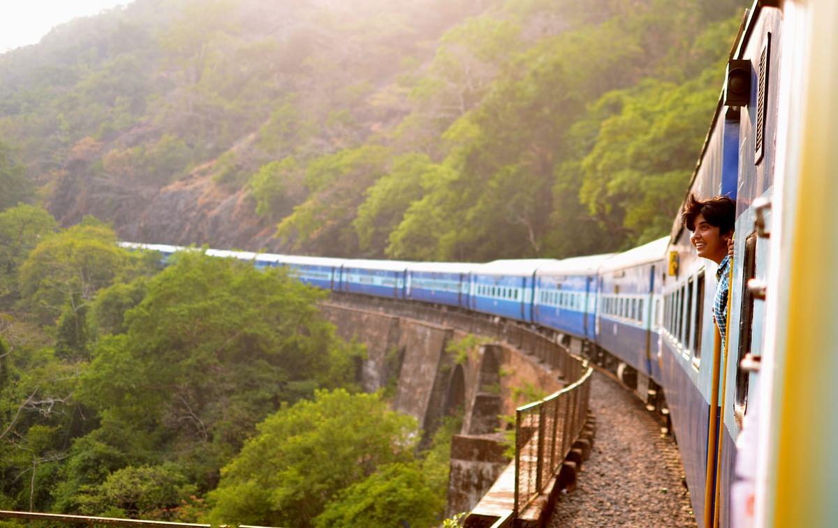 Indian Railways: स्लीपर क्लास की टिकट पर अब कर सकेंगे AC कोच में सफर, रेलवे बना रहा है प्लान