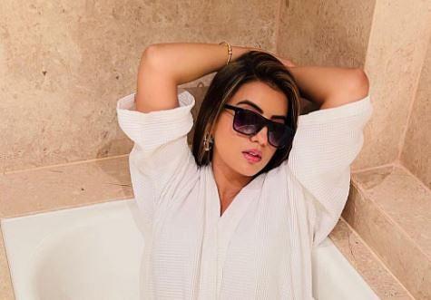 अक्षरा सिंह का बाथटब में ग्लैमरस अंदाज,  बाथरोब में एक्ट्रेस दिखी बेहद हसीन, PHOTOS