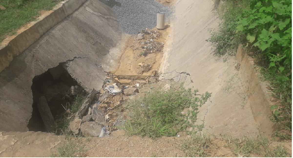 झारखंड में गर्मी के मौसम में 12.15 करोड़ में बनी नहर बरसात में ही हो गयी ध्वस्त, ग्रामीणों ने की ये मांग