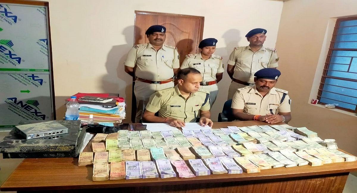 लखीसराय में फ्लिपकार्ट के कर्मियों ने ही दफ्तर से चुराए थे लाखों रुपये, 24 घंटे के अंदर सभी चोर गिरफ्तार