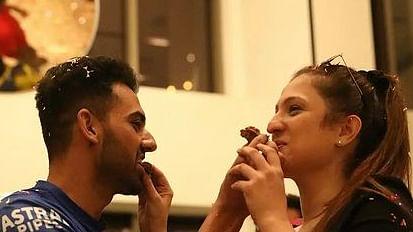 IPL 2021: जैसे ही दीपक चाहर ने गर्लफ्रेंड को किया प्रपोज, धोनी ने कर दिया ये हाल, VIDEO वायरल