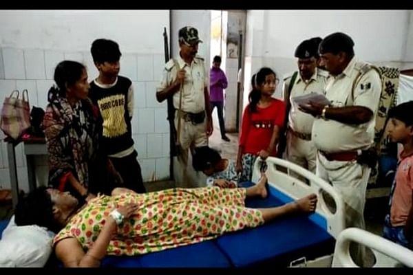 सहरसा में पत्नी और 3 बच्चों पर तेजाब फेंक आरोपित फरार, पीड़िता की हालत गंभीर