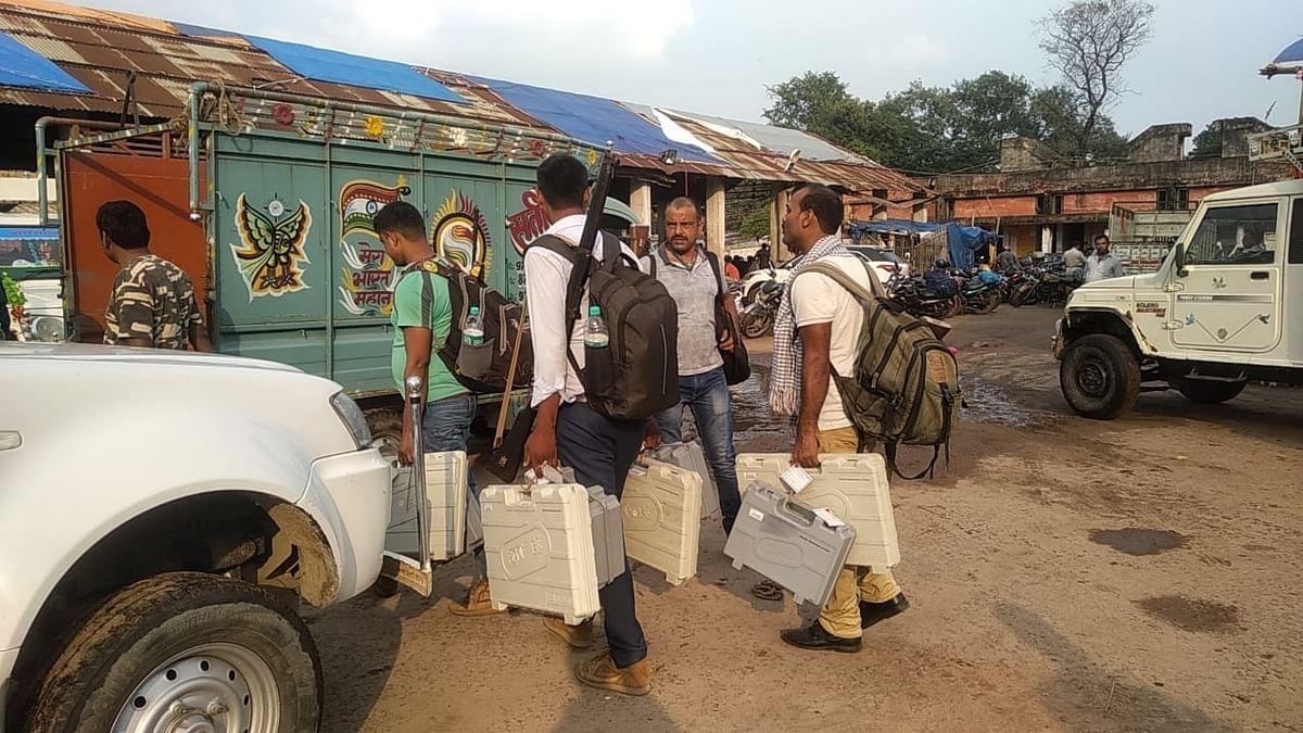 बिहार पंचायत चुनाव : सुबह सात बजे से होगा चौथे चरण का मतदान, मतपेटियों के साथ मतदानकर्मी तैयार