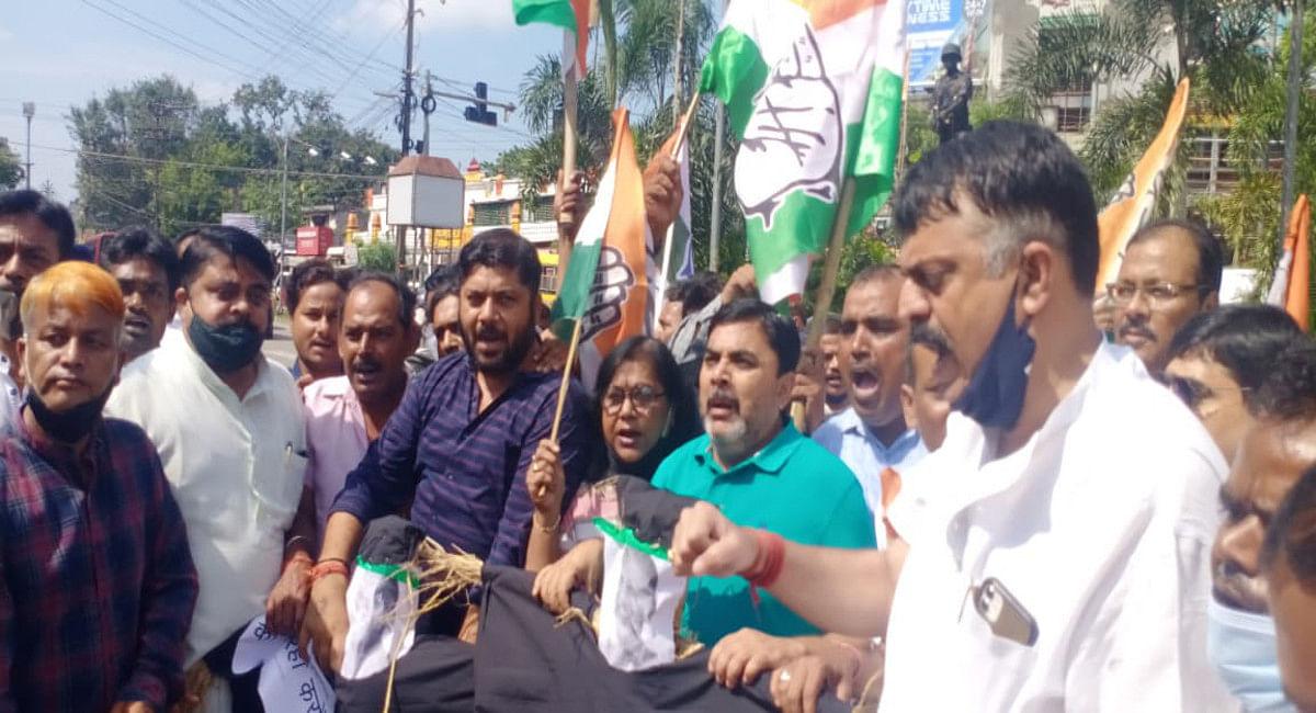 Jharkhand News: UP के लखीमपुर खीरी मामले को लेकर रांची में कांग्रेस का विरोध, यूपी सरकार का फूंका पुतला