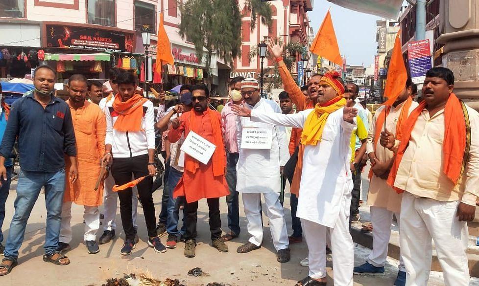 Varanasi News: बांग्लादेश में हिंदुओं पर हमले से VHP में उबाल, शेख हसीना सरकार को दिया अल्टीमेटम
