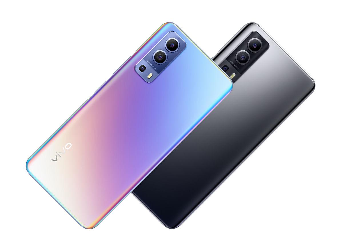 Vivo, Samsung, Motorola के महंगे स्मार्टफोन्स बजट में खरीदने का मौका, ऐसे पाएं बेस्ट डील