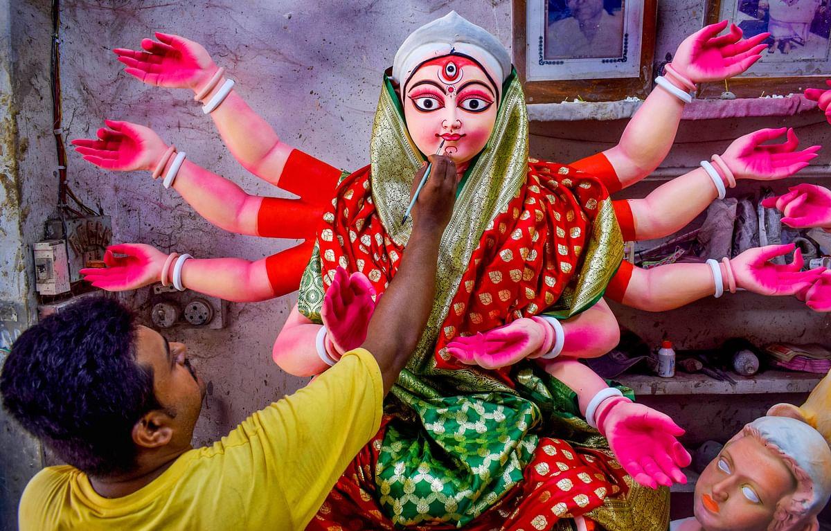 शारदीय नवरात्र की हुई शुरुआत, भक्तिरस में डूबा देश, प्रियंका गांधी ने भी लगायी हाजिरी