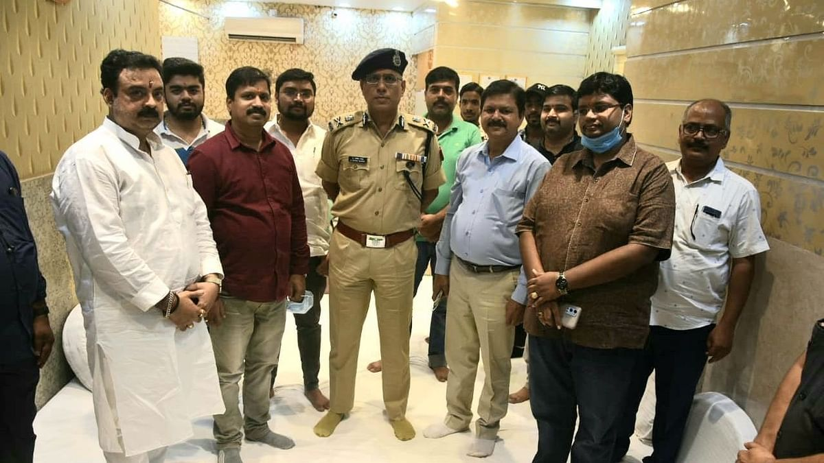 Varanasi News: बिना स्थानीय थाने को सूचना दिए ठठेरी बाजार पहुंचे पुलिस कमिश्नर, कानून व्यवस्था का जाना हाल