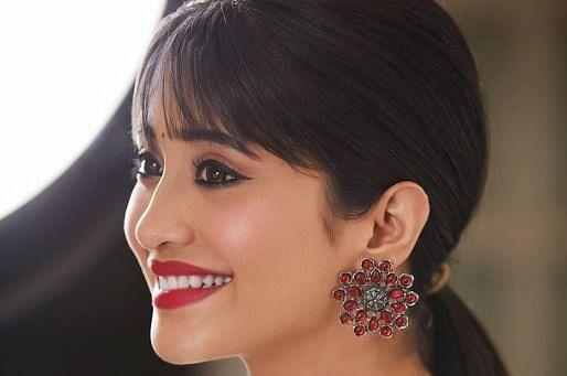 Yeh Rishta Kya Kehlata Hai की नायरा पर चढ़ा प्यार का खुमार? शो छोड़ने से पहले शिवांगी जोशी का ये VIDEO VIRAL