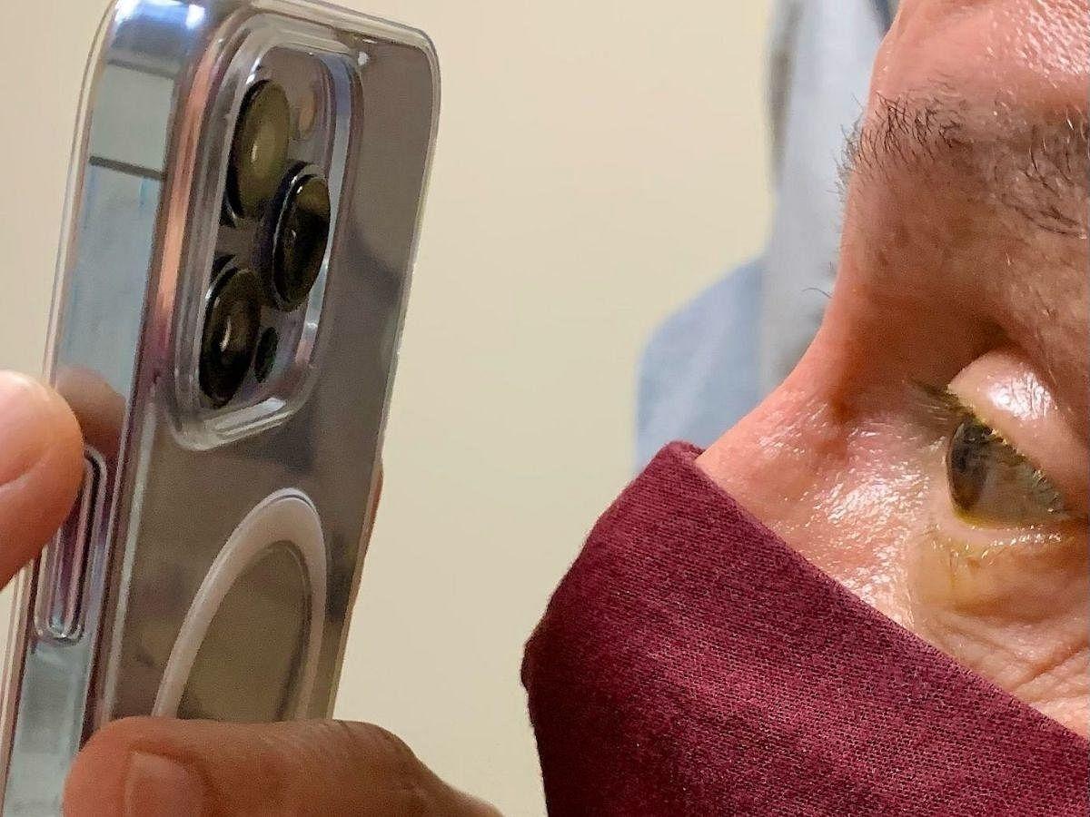 iPhone 13 Pro Max use in eye testing