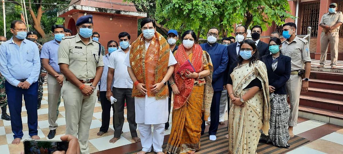 नवरात्र के तीसरे दिन झारखंड हाईकोर्ट के चीफ जस्टिस डॉ रवि रंजन पहुंचे इटखोरी, मां भद्रकाली मंदिर में की पूजा