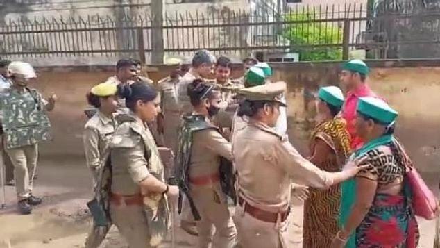 Kanpur News: किसानों का रेल रोको आंदोलन हुआ फेल, प्रशासन के आगे बेबस दिखे भाकियू नेता