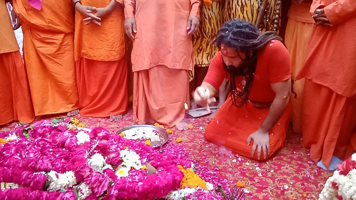 बाघंबरी मठ में महंत नरेंद्र गिरि के षोडशी भंडारे में जुटे साधु-संत, बलबीर गिरि बने उत्तराधिकारी