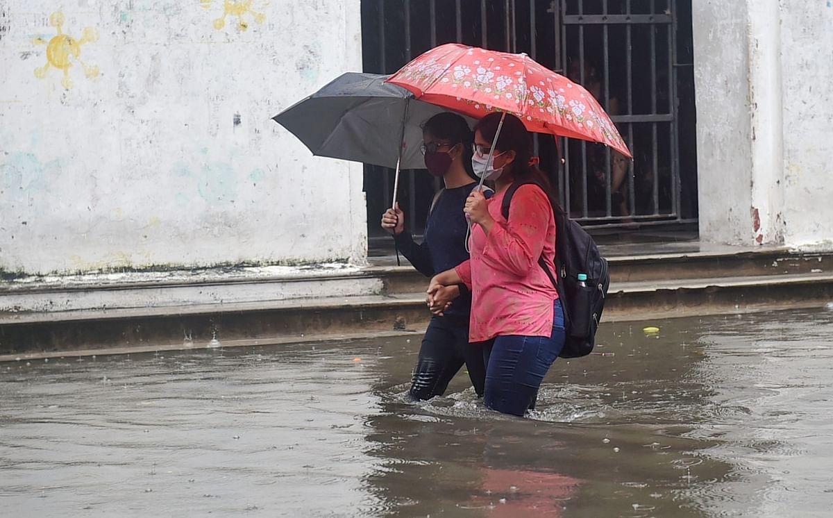 UP Weather Alert: उत्तर प्रदेश के 20 जिलों में अगले 24 घंटे बारिश, मौसम विभाग ने जारी किया  अलर्ट